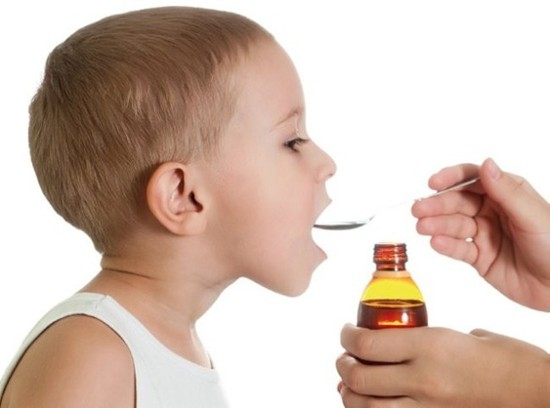 Лечение ангины у детей производят комплексно