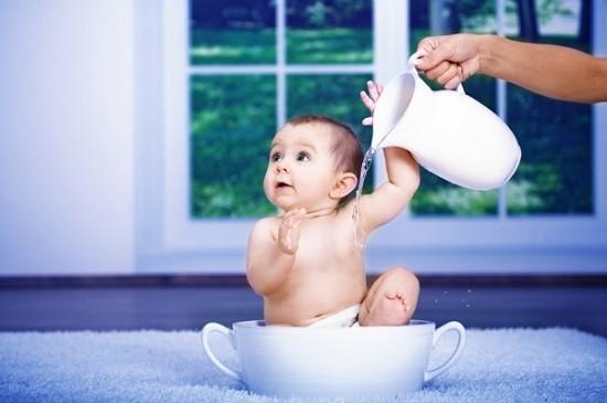 Закалять малыша можно с рождения