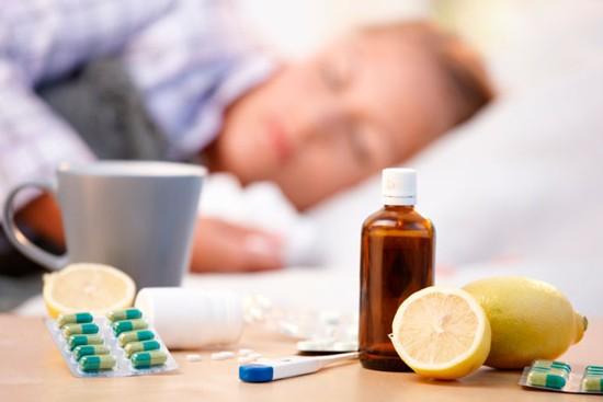 При симптомах флегмонозной ангины необходимо начинать лечение антибиотиками