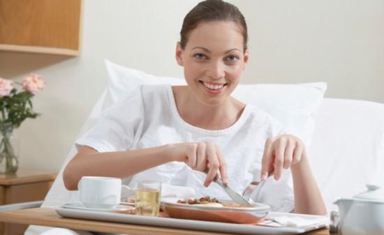 Для того, чтобы лишний раз не травмировать воспаленную слизистую гортани, необходимо соблюдать определенную диету