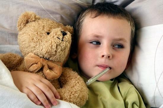 Ангина всегда возникает резко с высокой температурой тела, сопровождающейся резкими болями в горле, это самостоятельное инфекционное заболевание и оно заразно