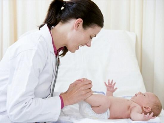Необходимо знать, как нужно действовать в случае появления симптомов ларингита у грудничков