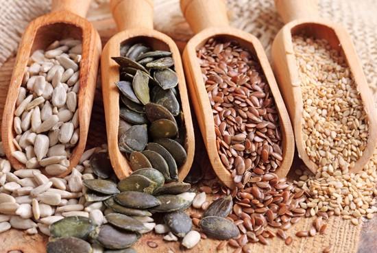 Для лечения больных миндалин применяют лечебные пасты из семян