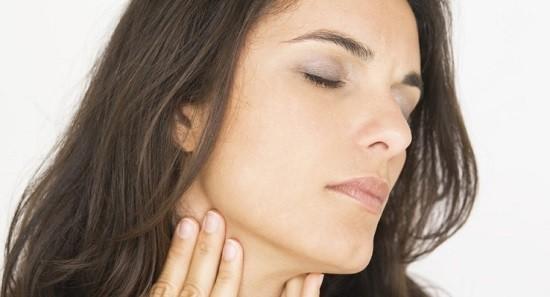 Паратонзиллярный абсцесс возникает по причине заражения бактериями