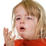Какую помощь оказать ребенку при ларингите?
