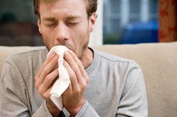 Кашель по утрам, затрудненное дыхание - частые симптомы при бронхите курильщика
