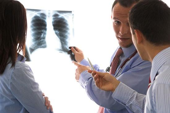 Бронхит курильщика - опасное заболевание, с которым может столкнуться каждый курящий человек