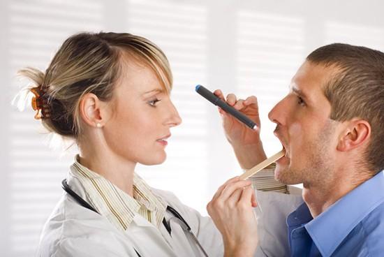 Заглоточный абсцесс у взрослых и детей: какие симптомы указывают на заболевание?