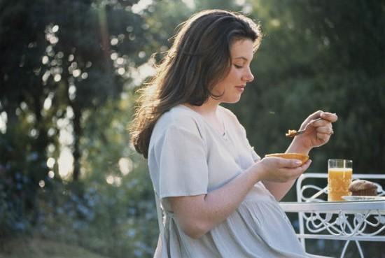 При лечении фарингита у беременных следует придерживаться нескольких правил
