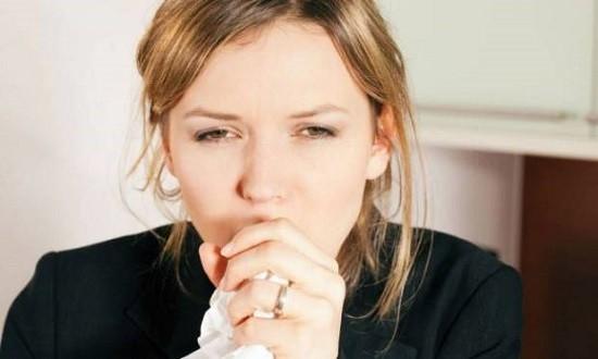 Ларингит может быть вызван кашлем от простудного заболевания