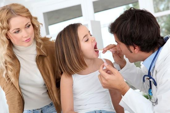 Развитие патологических процессов в глотке может привести к необходимости в удалении миндалин