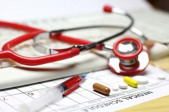 При первых проявлениях фарингита нужно сразу обратиться за помощью к  врачу