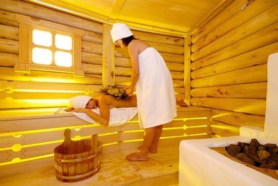 Баня очень полезна для прогревания  и облегчения симптомов ларингита
