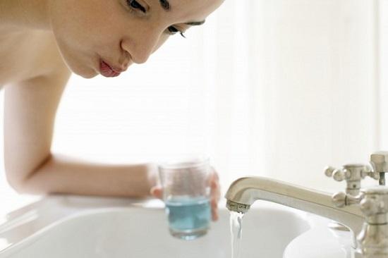 Полоскание горла антисептическими растворами