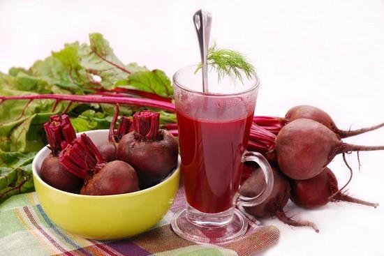 Полоскание соком свежей свеклы может быть очень эффективно для лечения ларингита