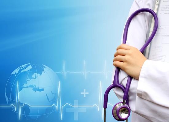 Врач назначает необходимые препараты и процедуры для снятия приступа и лечения ларингита