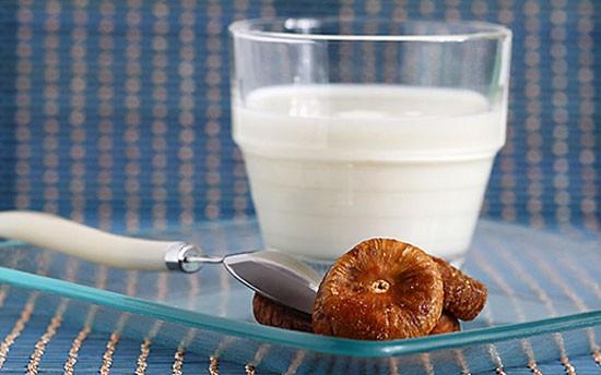 Молоко от кашля с инжиром - рецепты