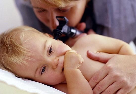 Лечение отита у грудничка